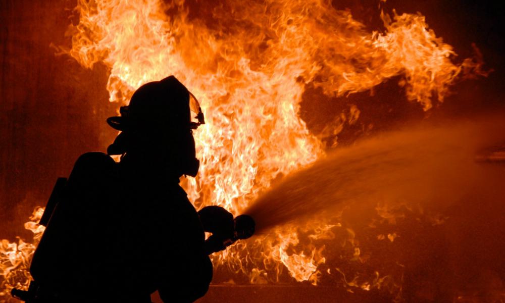 В Ростове загорелся четырехэтажный жилой дом: 40 человек эвакуированы