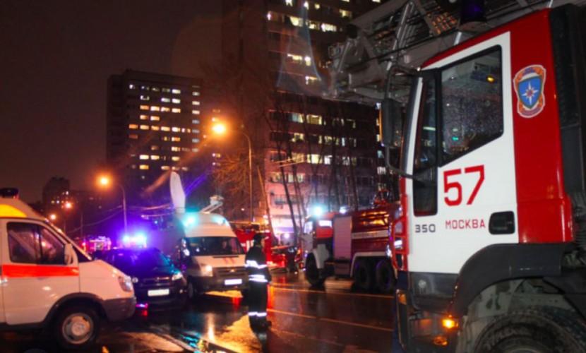 Пожарные эвакуировали 175 человек из-за возгорания насеверо-западе столицы