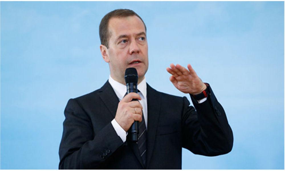 Медведев припугнул прокуратурой руководителей предприятий за безобразие с выплатой зарплат