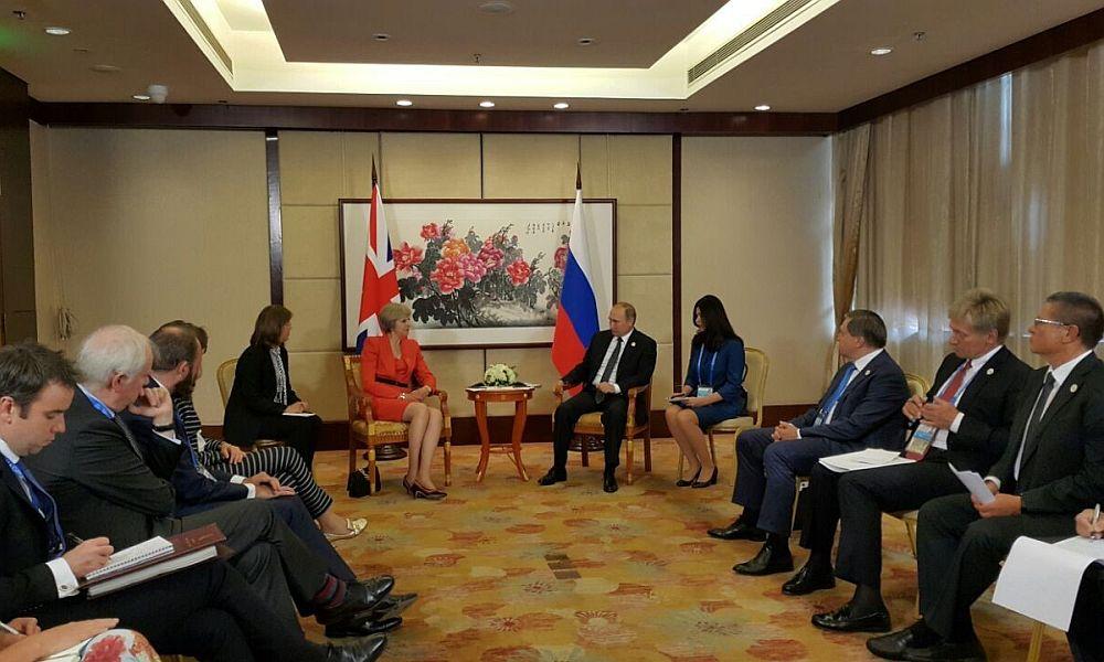 Путин и Мэй встретились в Китае на фоне