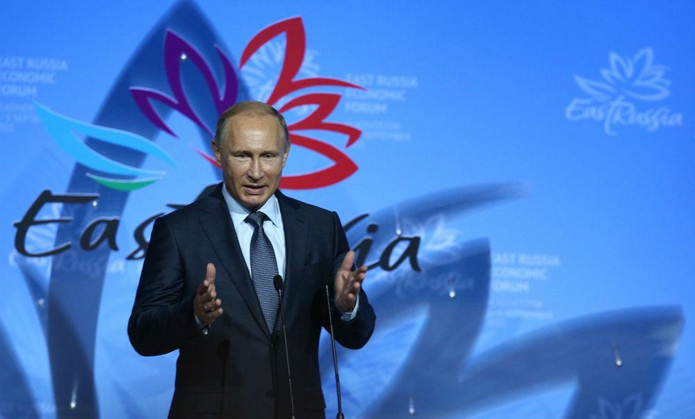 «Мы в любую секунду готовы развернуть сотрудничество»: Путин рассказал о «замороженных» отношениях России и США