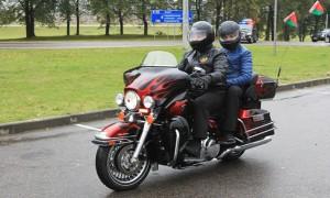Лукашенко с сыном на Harley-Davidson возглавил колонну из четырех тысяч байкеров