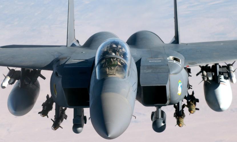 NI: Истребители F-16 уходят в прошедшее нафоне русского Су-35