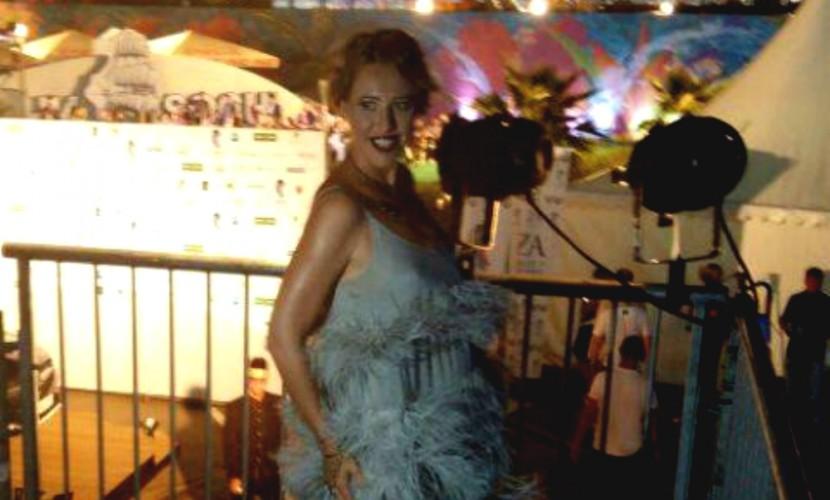 Беременная Собчак в перьях и пышногрудая Кудрявцева в стразах показались на «Новой волне» в Сочи