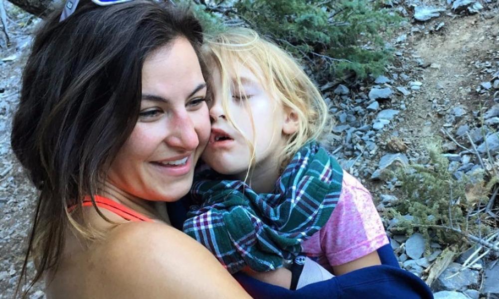 Хрупкая экс-чемпионка спасла травмированного в горах США ребенка