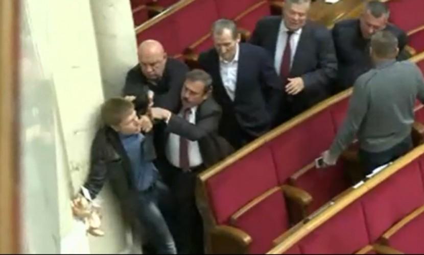 Потасовка вРаде из-за сухарей для народного депутата Скорика