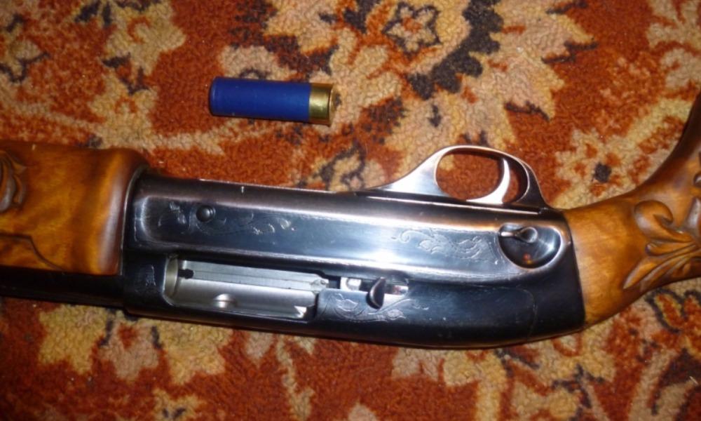 Опасные гости отняли у мужчины ружье и устроили дебош в Верхнем Тагиле