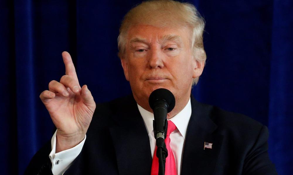Популярный среди белых американцев Трамп обошел в новом рейтинге Клинтон на один процент