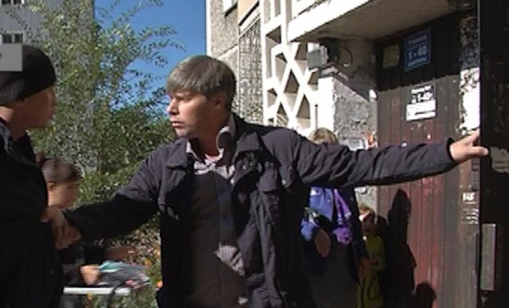 Пьяный противник выборов подрался с членом избиркома в подъезде своего дома в Улан-Удэ