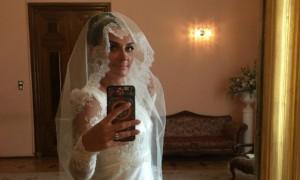 Елена Ваенга сыграла скромную свадьбу с отцом своего сына в родном Петербурге