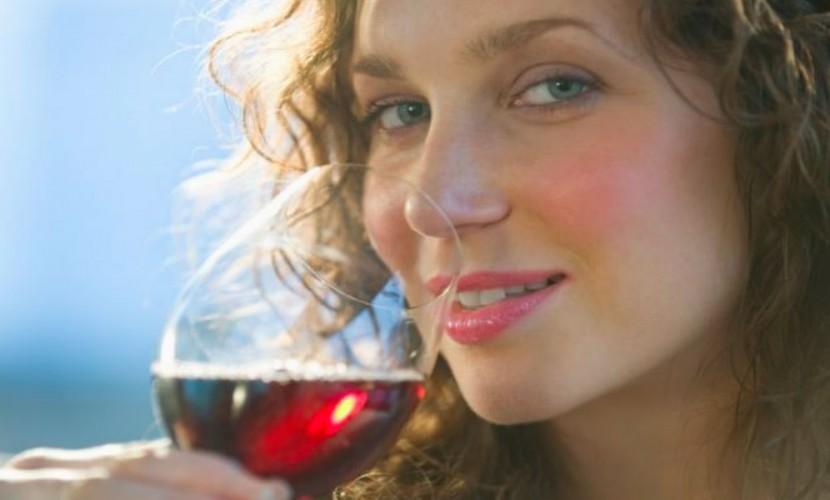 Ученые: Один бокал вина повечерам может привести кбесплодию