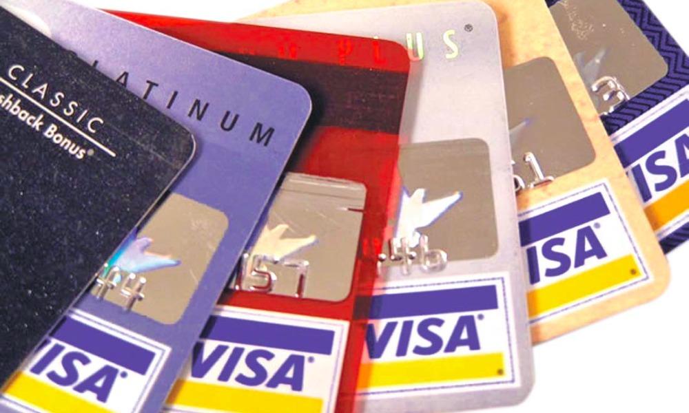 У российских держателей банковских карт Visa перестали принимать платежи за рубежом