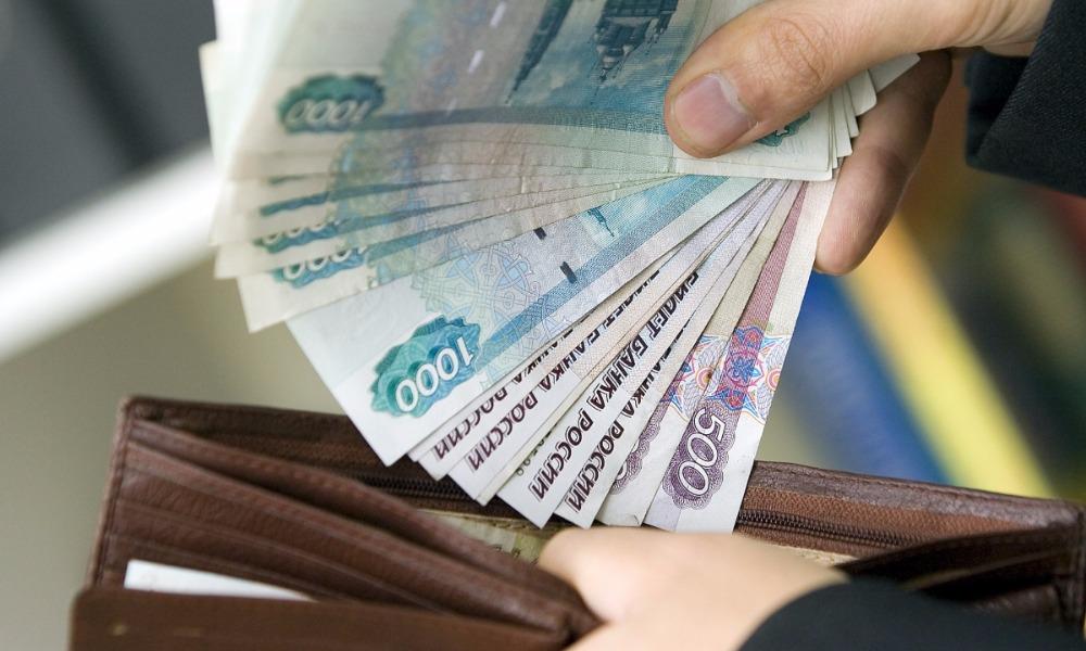 За первые 8 месяцев в России работникам выплатили 18 миллиардов рублей задержанной зарплаты