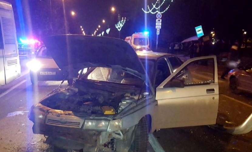 Автомобиль въехал вавтобусную остановку наюге столицы, пострадали пассажиры