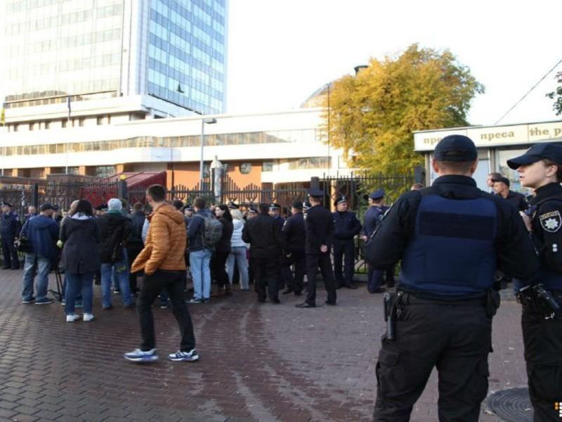 В Киеве во время слушания дела подозреваемой в убийстве журналиста Бузины начались беспорядки