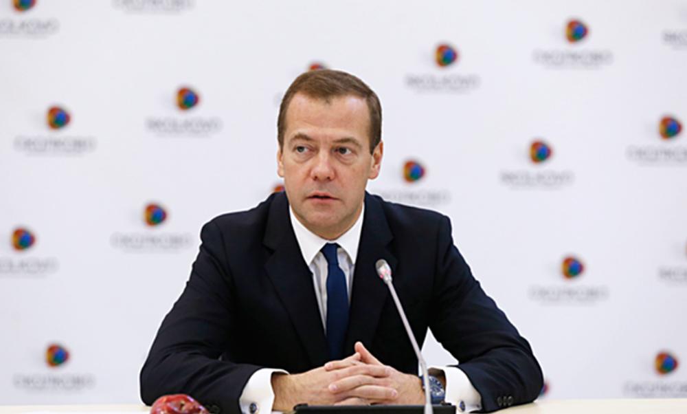 Премьер-министра Медведева срочно эвакуировали после ЧП на форуме в Москве