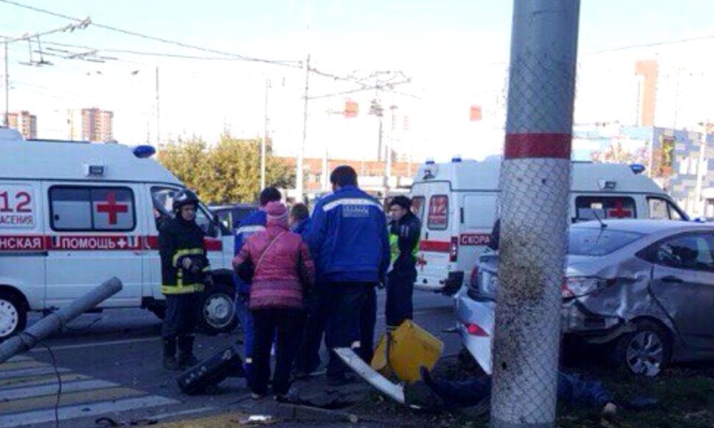 Смертельное ДТП с протаранившей троллейбус и сбившей двух пешеходов женщиной в Химках попало на видео