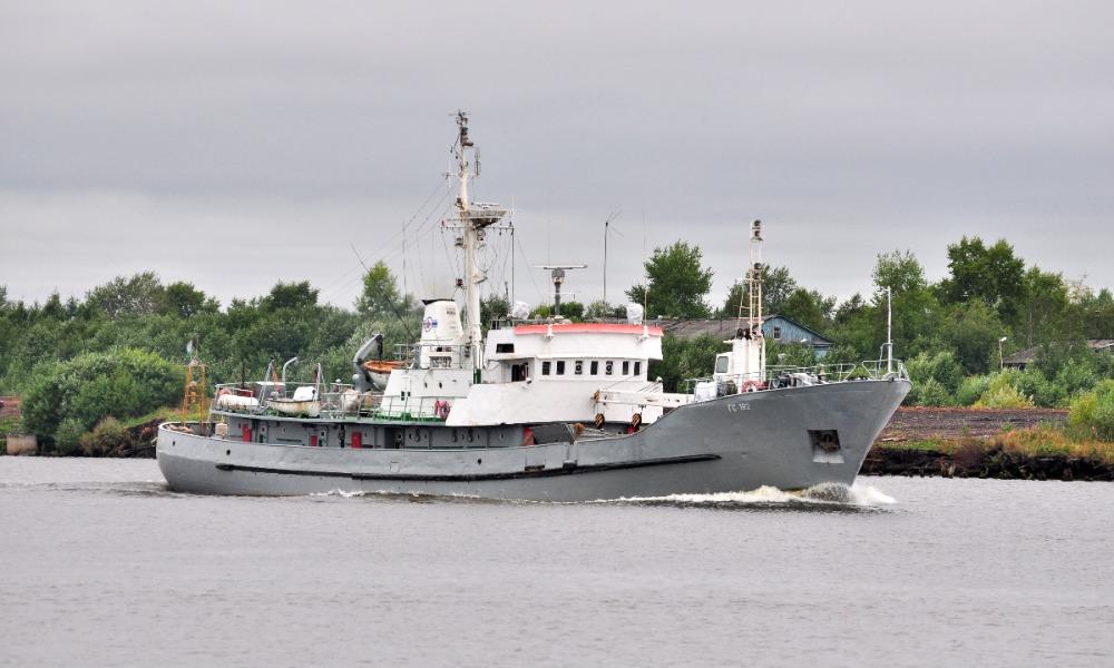 Троих моряков с катера спасла команда гидрографического судна в Белом море