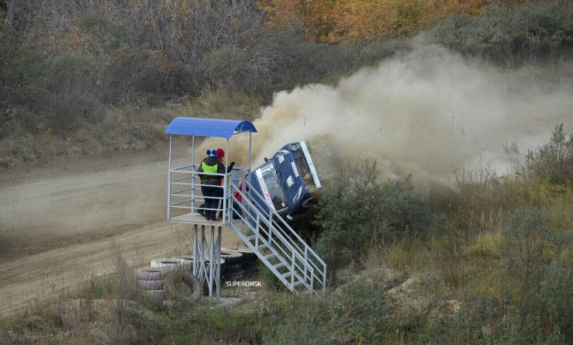 На автомобильных гонках вОмской области умер судья