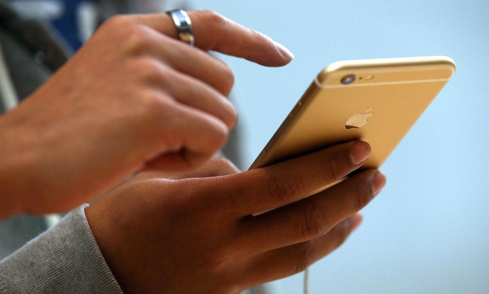 Хит продаж iPhone7 взорвался при попытке снять видео в руках у жителя Китая