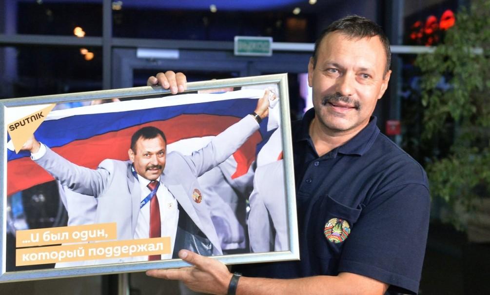 Захарова рассказала о дорогом подарке пронесшему флаг России белорусу на Паралимпиаде в Рио