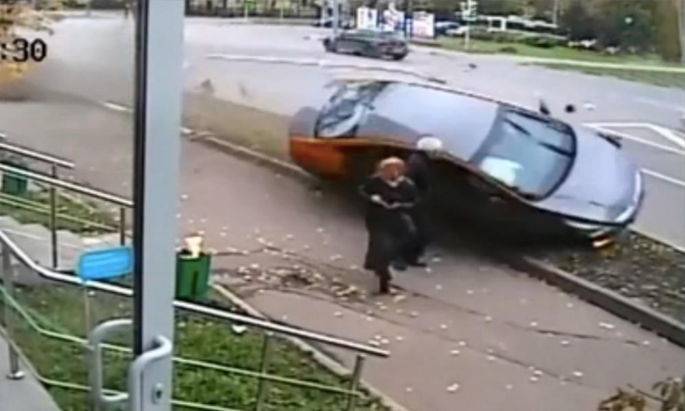 Опубликовано видео ДТП с тремя жертвами на востоке Москвы с другой камеры наблюдения