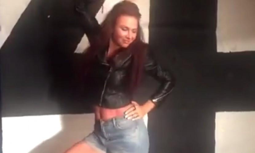 Эвелина Бледанс в вызывающем наряде исполнила эротический танец на видео