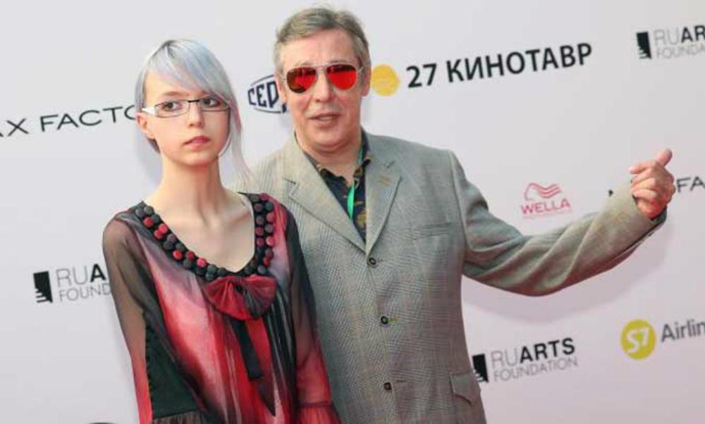 Оставленная матерью дочь Михаила Ефремова назвала себя лесбиянкой с раздвоением личности