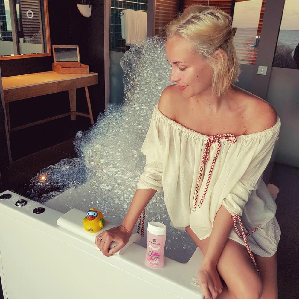 гагарина в ванне