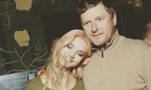 Алеся Кафельникова заявила о любовных страданиях отца без женщины