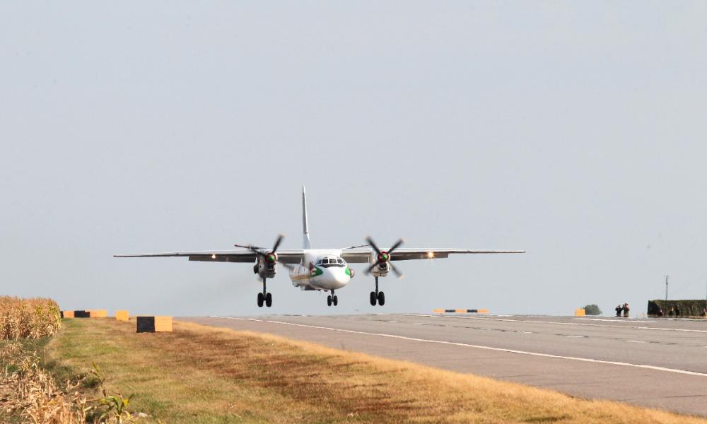 Летевший в Байконур Ан-26 из-за отказа двигателя экстренно приземлился в Казани