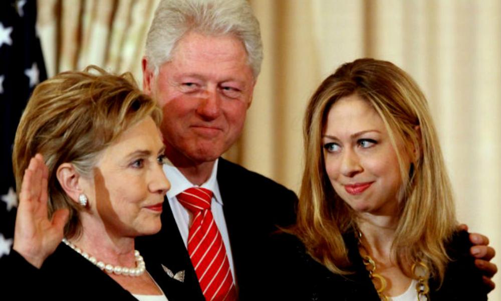 WikiLeaks: Билл и Челси Клинтоны довели до попытки самоубийства главу своего фонда