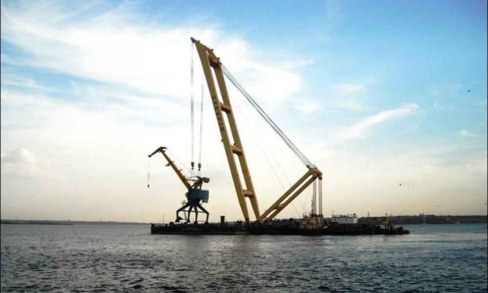 Плавучий кран пошел на дно вместе с экипажем в результате крупной морской аварии в Крыму