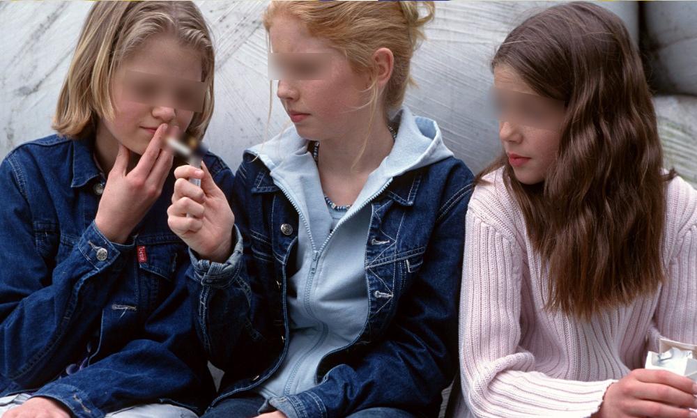 Отсутствие одного из родителей провоцирует у детей сильную тягу к табаку и алкоголю, - учёные