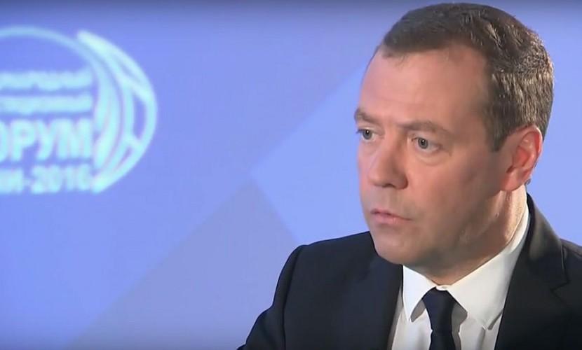Медведев пожалел оботсутствии иностранного снобжения деньгами у русской экономики