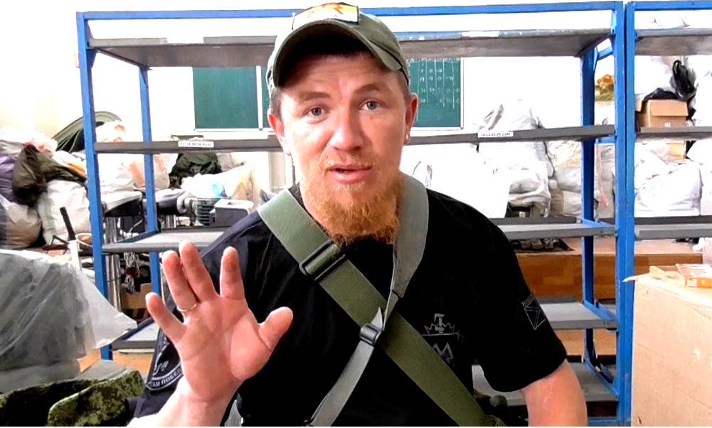 Опубликовано жуткое видео с места гибели в лифте Моторолы и его охранника