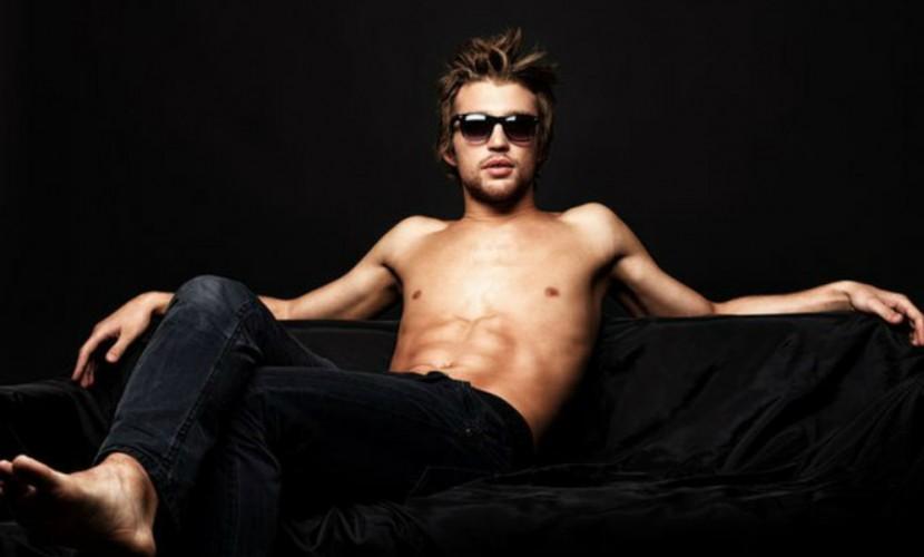 Чтение мужских журналов делает молодых людей извращенцами— Ученые