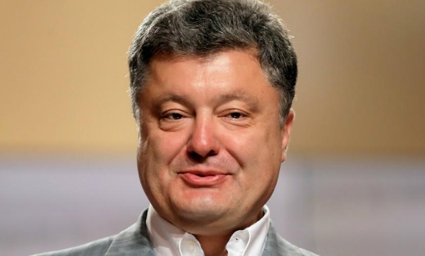 Петр Порошенко извлек выгоду из запрета российских платежных систем на Украине