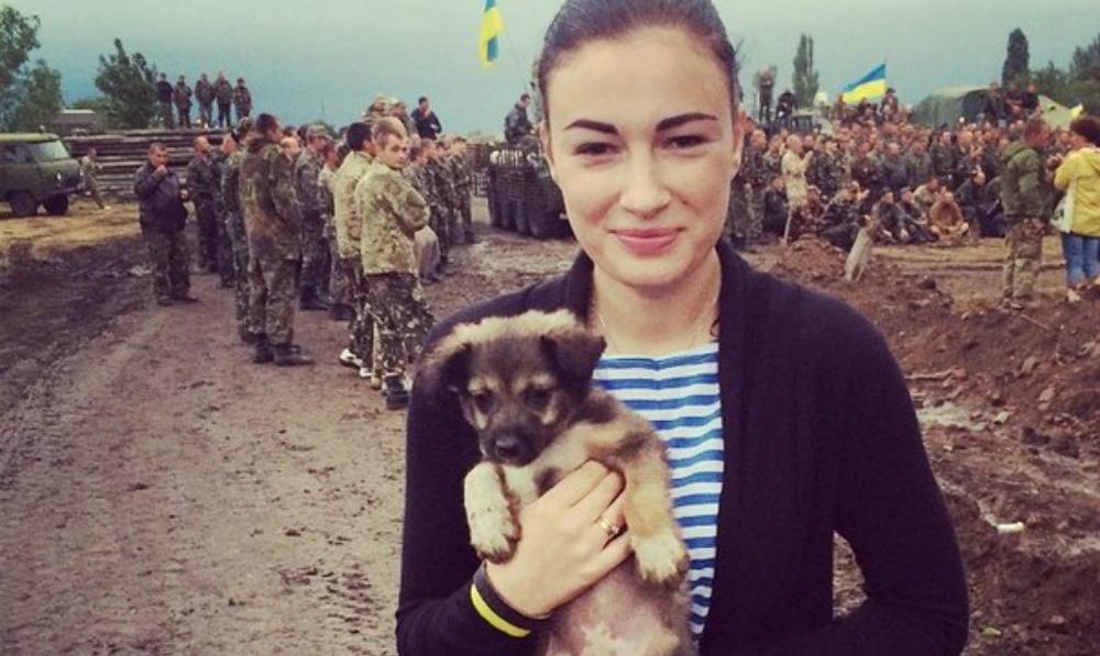 Певица Анастасия Приходько предложила доставлять россиян на