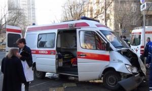 Беременная женщина вызвала скорую помощь и пострадала в аварии с ВАЗом в Саратове