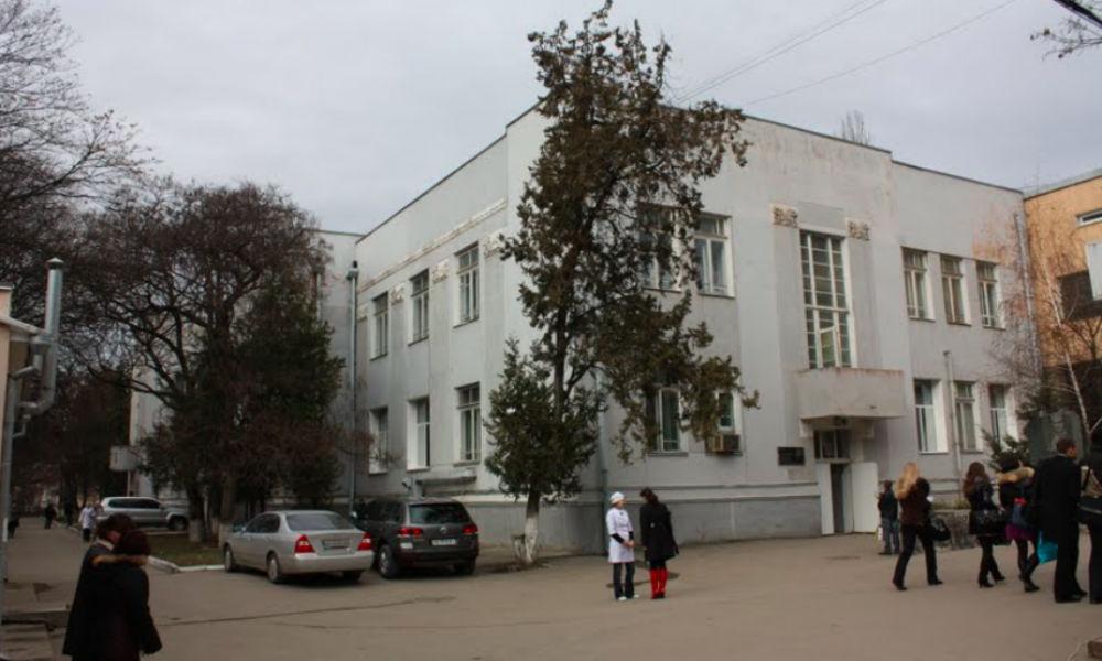 У главного бухгалтера больницы обнаружили зарплату в 673 тысячи рублей в месяц