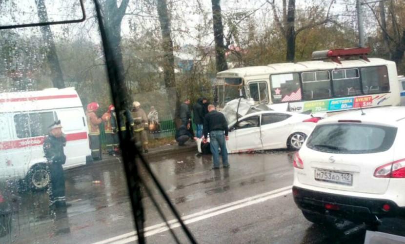 Автомобиль из свадебного кортежа попал в страшное ДТП в Новокузнецке