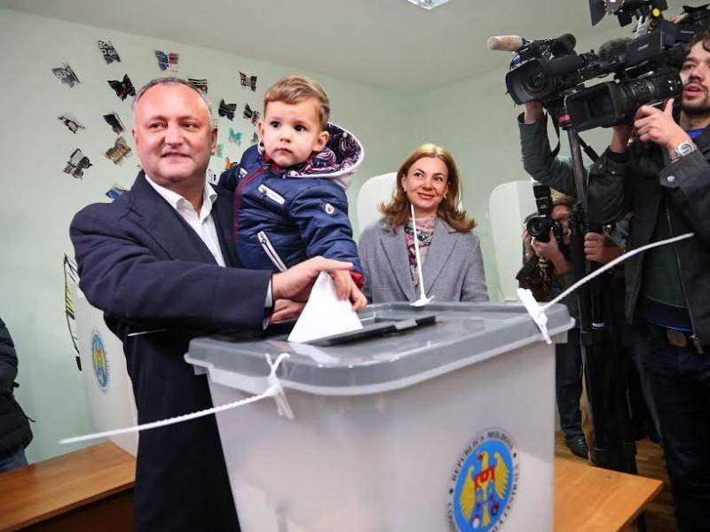 Фаворит президентской гонки в Молдавии проголосовал за лучшее будущее соотечественников