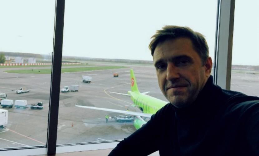 Вдовиченков устроил скандал воВнуково, обвинив таможенника вдомогательствах