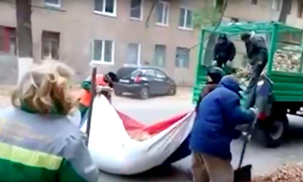 Грязное осквернение флага России волгоградской бандой с лопатами попало на видео