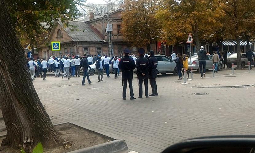 Из-за массовой потасовки фанатов прерван матч «Факела» и«Динамо»