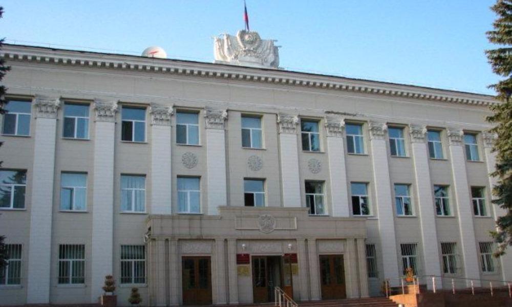 Преступную группу в составе двух сутенеров и полицейского осудили в Южно-Сахалинске