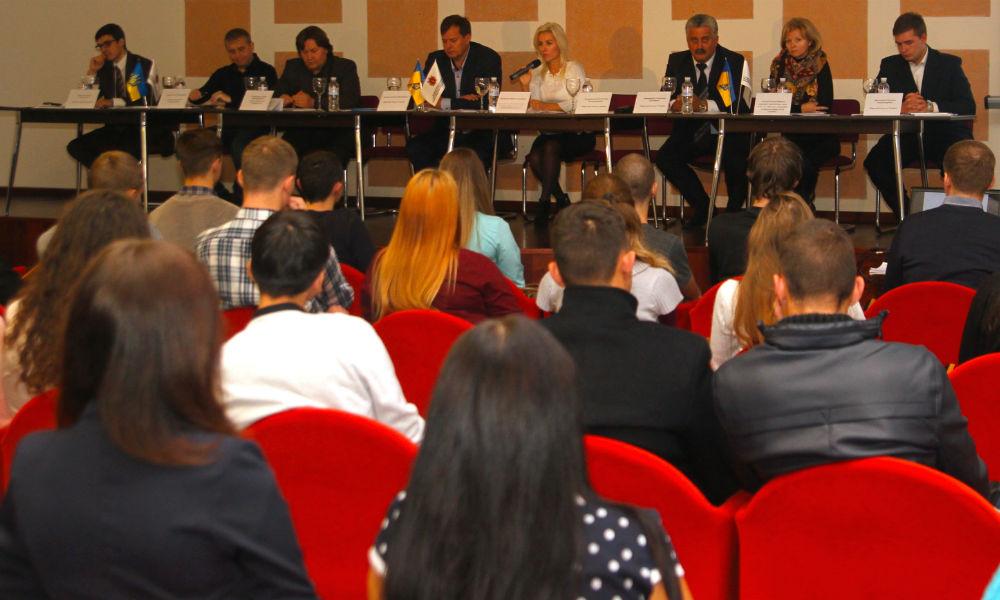 В Запорожье депутаты и общественники потребовали автономии
