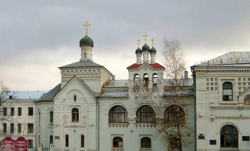 Московские храмы передали 2,5 млн рублей больнице вместо покупки цветов патриарху