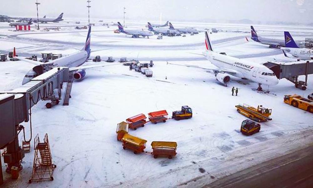 Снегопад и ледяной дождь парализовали работу московских аэропортов